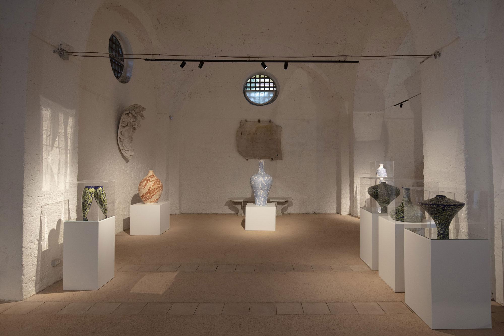 una sala del museo capodimonte con opere di calatrava